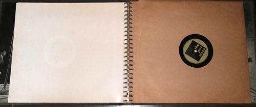 Pohled na rozevřený obal box setu The Jazz Scene (1949, Mercury Records) s obálkou na gramodesku