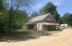 Dům v Avalonu, v jehož sousedství stojí tabule, připomínající, že zde žil Mississippi John Hurt