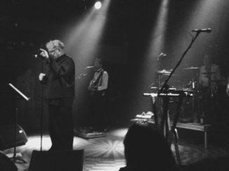 Public Image Limited na pódiu pražského Lucerna Music Baru v pátek 13. července 2018 (photo by mingus@cernejpudink.cz)