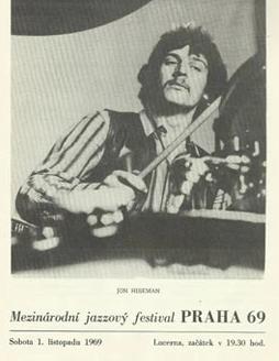 Jon Hiseman na titulní stránce programu vydaném v rámci vystoupení Colossea 1. listopadu 1969 na Mezinárodním jazzovém festivalu v Praze