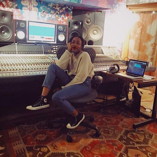 Ego Ella May ve studiu 27. prosince 2019 (zdroj FaceBook)