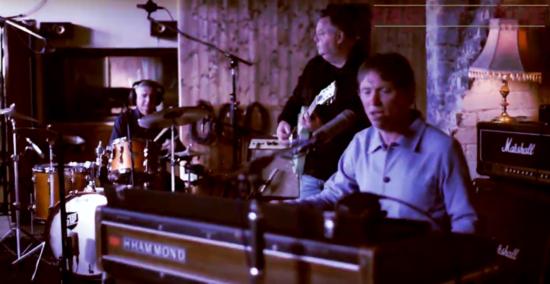 Hague & White: momentka z videoklipu k singlu Something (zdroj YouTube)