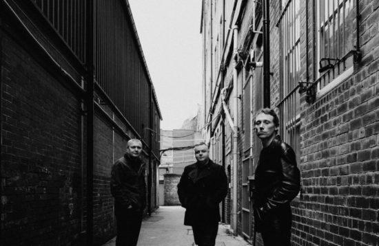 Hague & White zleva stojící Steve White (bicí), Chris Hague (kytary, piano a doprovodný vokál) a Joel White (zpěv, kytara, Hammond Organ, piano Fender Rhodes) (zdroj: archív skupiny)