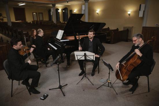 Kvartet houslisty Jiřího Vodičky, klavíristy Martina Kasíka, klarinetisty Irvina Venyše a violoncellisty Jiřího Bárty
