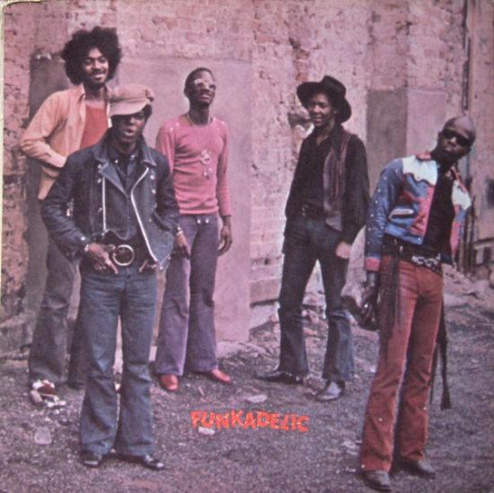 Fotografie muzikantů z Funkadelic ve vnitřní, rozvírací straně původního vinylového vydání alba Maggot Brain z roku 1971 na značce Westbound Records